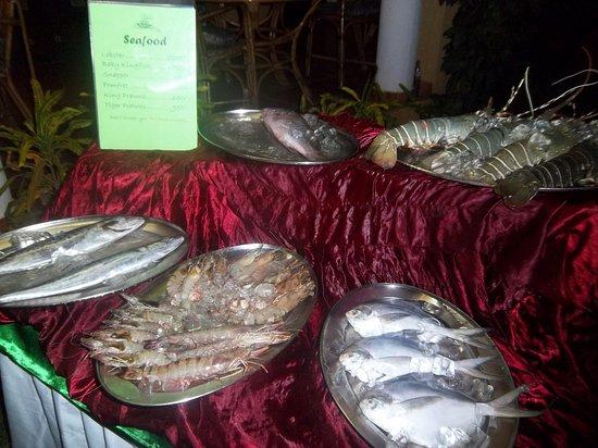Casa De Goa Boutique Resort: soirée poissons au bord de la piscine