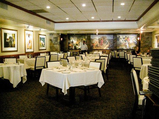 Tomaso's: Dining room
