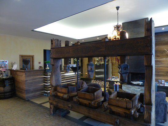 Hotel Piz St. Moritz: Salle à manger et bar