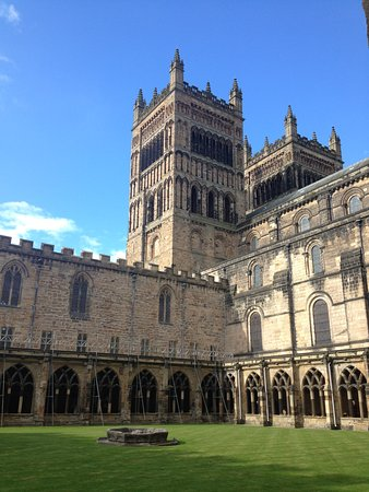 Courtyard inside the cathedral picture of durham - Durham university international office ...