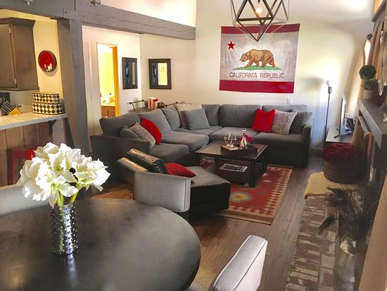 Mammoth Ski and Racquet Club: Living area (J-90)