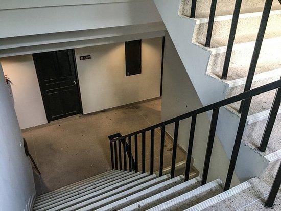 escaliers entre les niveaux froids et sans déco - Picture of PP ...