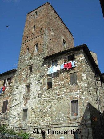 Casa torre di arnolfo di cambio colle di val d 39 elsa for Piani di casa torre