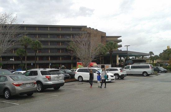 Rosen Inn International: Amplo estacionamento
