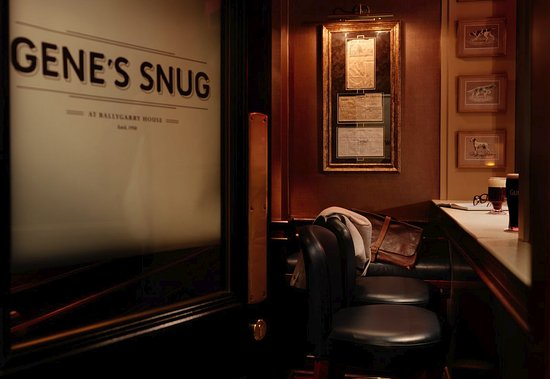 Ballygarry House Hotel & Spa: Gene's Snug at Owen Mac's Bar