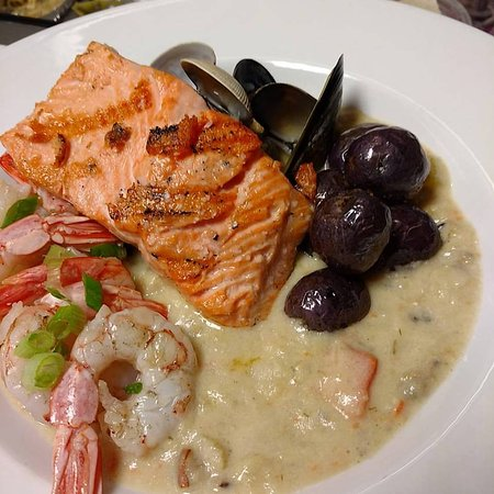 Madeira Park, Canadá: seafood chowder for 2