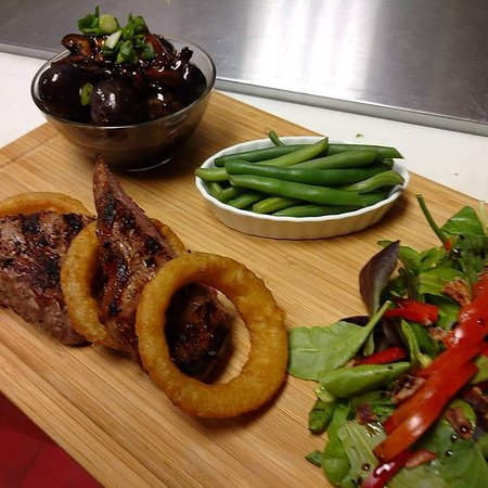 Madeira Park, Canada: steak & rings dinner