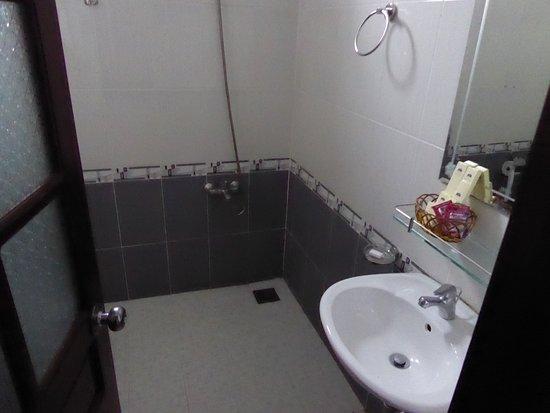 Asia Hotel : El baño no está mal
