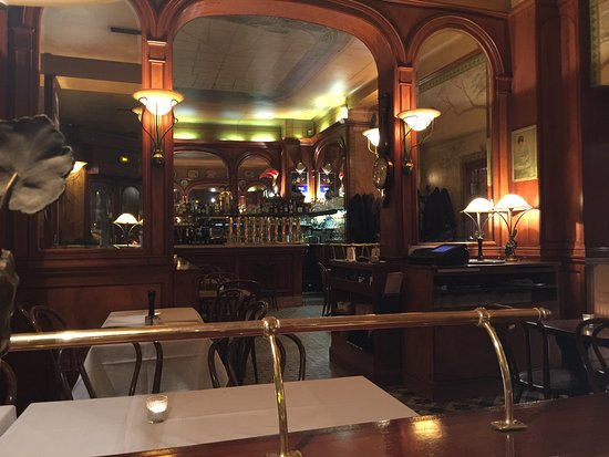 Boiseries et miroirs beau décor pour restaurant style