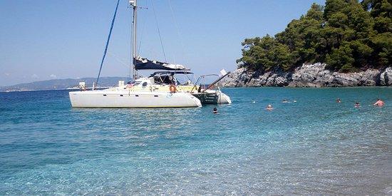 Ciudad de Skiathos, Grecia: Evdora Catamaran Yaght in Skiathos Sailing