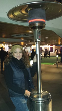The Cosmopolitan Casino: Heating lamps outside