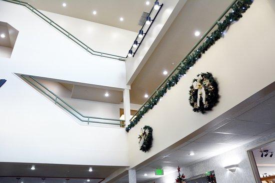 Cedars Inn Hotel: Interior Design