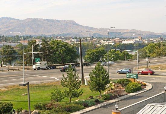 East Wenatchee, WA: Balcony Room View