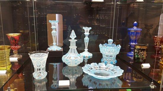 blue glass - obrázek zařízení Muzeum skla a bižuterie v Jablonci nad ... 052f869478