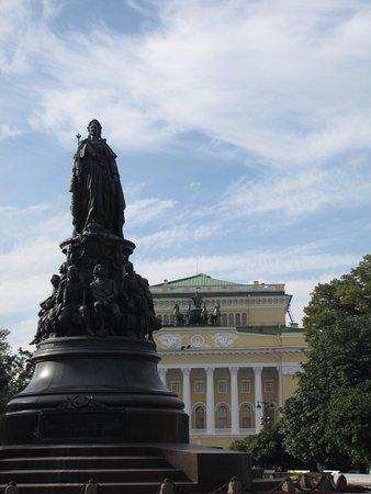 Monument to Catherine the Great: памятник Екатерине Великой