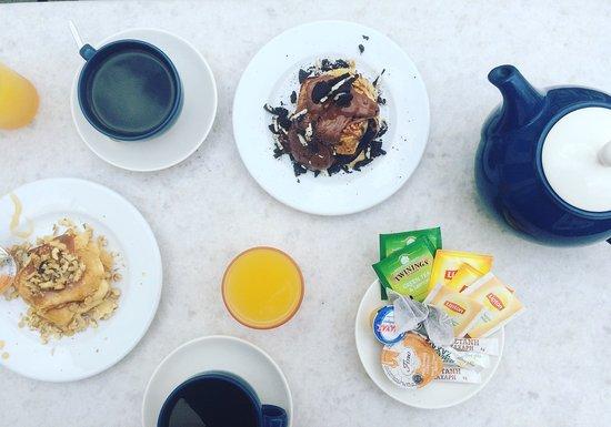 Taki's Place: Tea Time