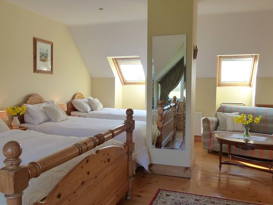 Lusk, Ireland: King Bed and 2 single Beds