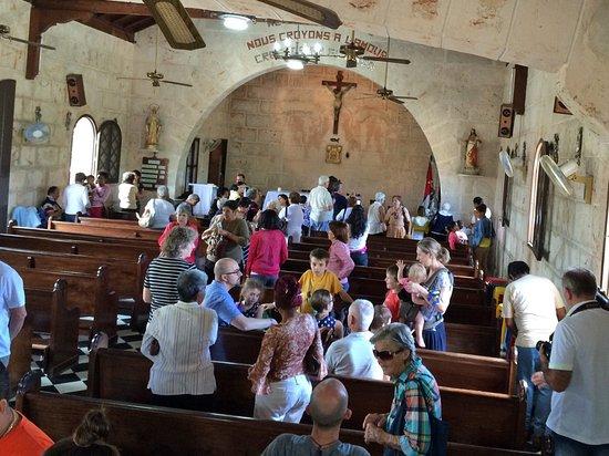 iglesia santa elvira lintrieur de lglise o on continue de fraterniser