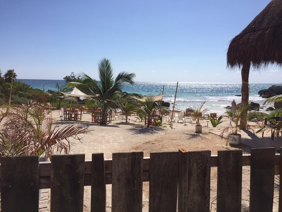 Hotel CalaLuna Tulum : View of the beach from the hotel common area.