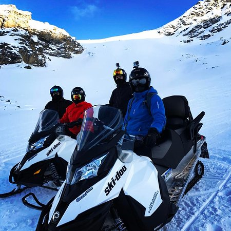 Wet N Wild Rafting Adventures: 2.5 Hour Snowmobile Tour with White N Wild
