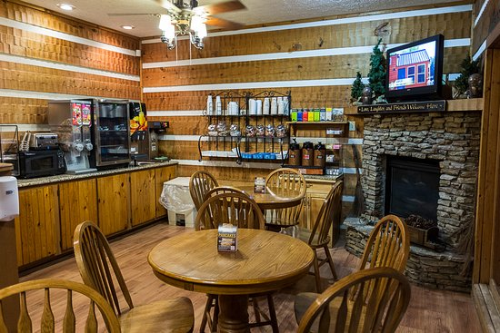 Entrance - Picture of Timbers Lodge, Pigeon Forge - Tripadvisor