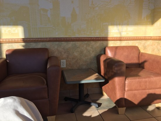 Auburn, IL: Great seating the nice chairs are a relaxing change in Subway!! Food was great here as always an