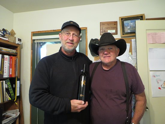 Πλίμουθ, Καλιφόρνια: Jeff Runquist with Dick Cooper making amazing Barbera!