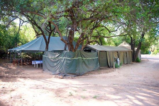 Kruger Ulusal Parkı, Güney Afrika: Outlook Safaris camp in Skukuza