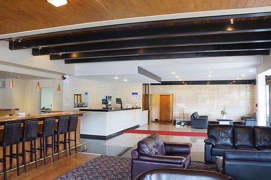 The Victoria Hotel Dunedin: Hotel Lobby