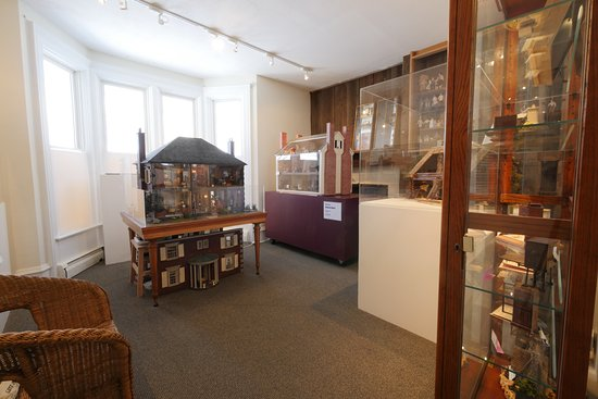 Hickory Corners, MI: Gorgeous dollhouses and a collection of 1:144th scale miniatures fill this gallery.