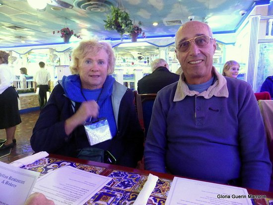 Hellas Restaurant: We were all dressed warmly for the Sponge Boat Ride in January