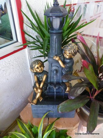 Hellas Restaurant: Lovely Little Fountain Near Entrance