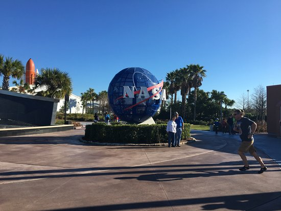 Florida Dolphin Tours: Entrada del KSC