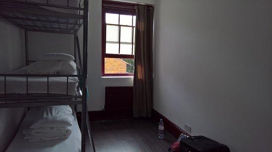 PubLove at The Great Eastern: 6-sengs stue. Man skal ikke være tung i r...., hvis man skal op på tedie seng