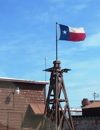 Big Daddy's Roadhouse BBQ: Texas flag flying high