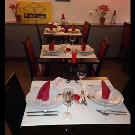 Avenida 8: Excelente para almoço ou jantar ,romântico ou em família.