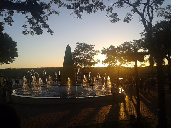 Tres Fronteiras, SP: Marco das três Fronteiras Brasil e Arg e Py, o melhor por do So da cidade de  Foz do Iguacu