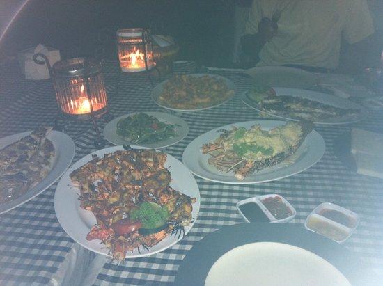 Romantic Dinner in Jimbaran Bay: عشاء بحري رومانسي حقيقي
