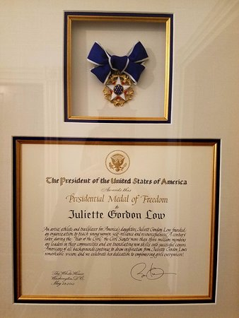 Juliette Gordon Low's Birthplace: Medal of Freedom with President Obama signature