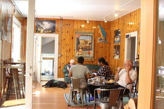 White Salmon, WA: Wet Planet Cafe indoor seating