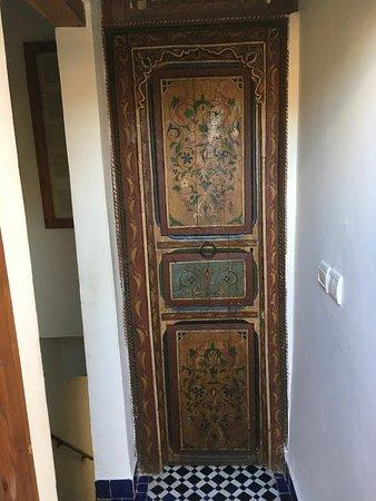 Dar Sienna: bedroom door