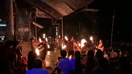 Ploy Talay Restaurant: Fire Show!