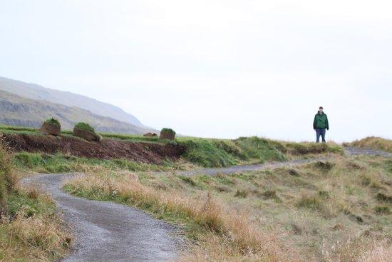 Бифрост, Исландия: Path to the beach at Illugastaðir Farm