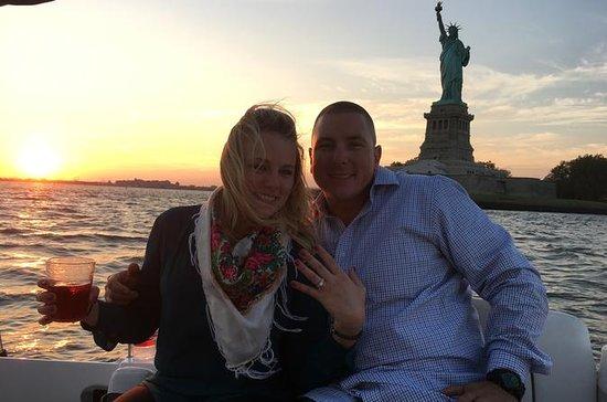 ラグジュアリーパワーボートに乗ってNYCサンセット結婚提案