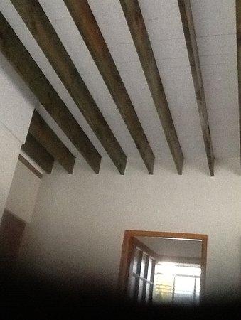 Peace Valley Guesthouse: Die Holzdecke ist so laut dass man Angst hat dass die darüber befindlichen Gäste durch die Decke