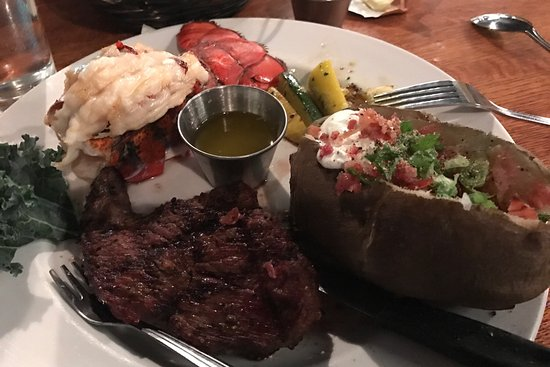 Oregon City, OR: Amazingly delicious steak and lobster and our waitress Danny is just a kick in the pants and our