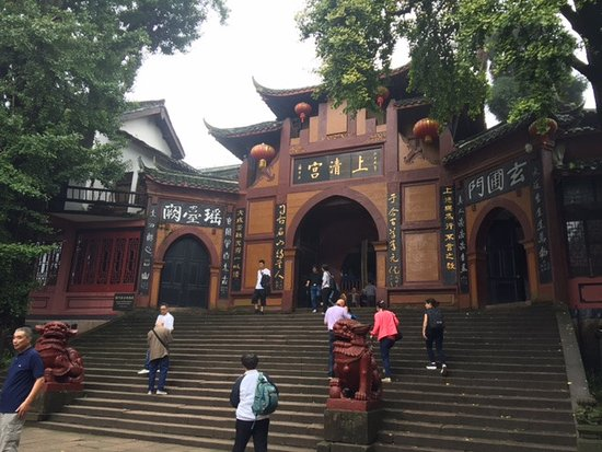 Dujiangyan, Kina: Before entering holy places
