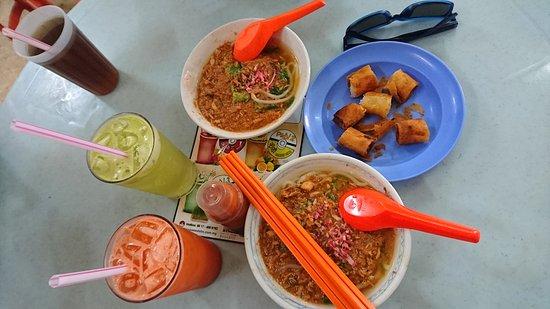 Taman Emas Coffee Shop: Very very nice i love this Asam Laksa and Chow Kuey Tiaw