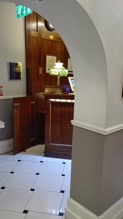 Charleville Lodge: Recepcja