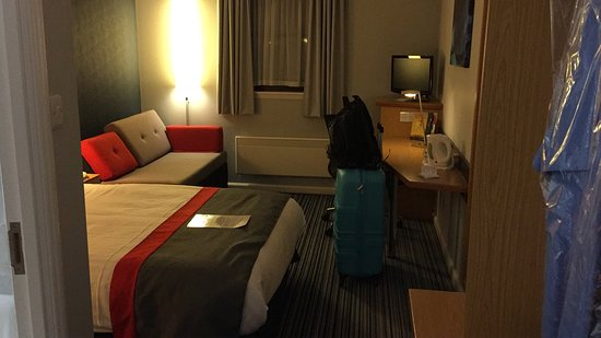 Holiday Inn Express Perth: photo0.jpg